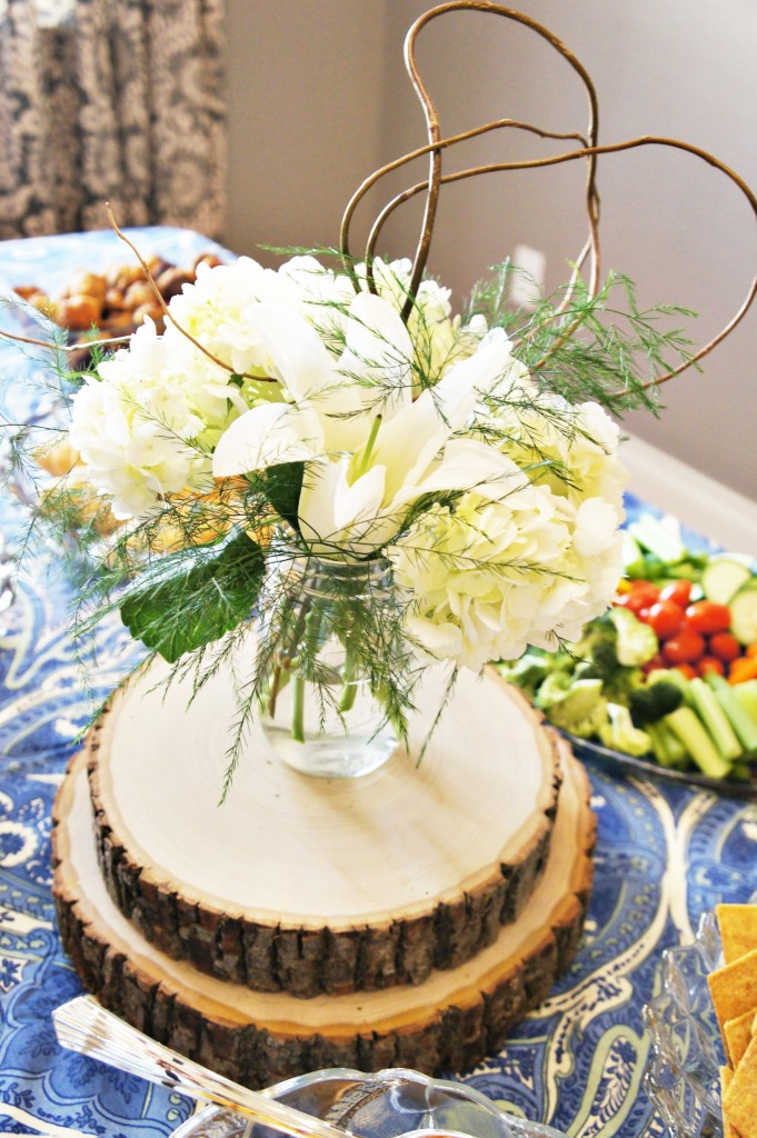 simple mason jar centerpiece. hydrangea. lily. mason jar