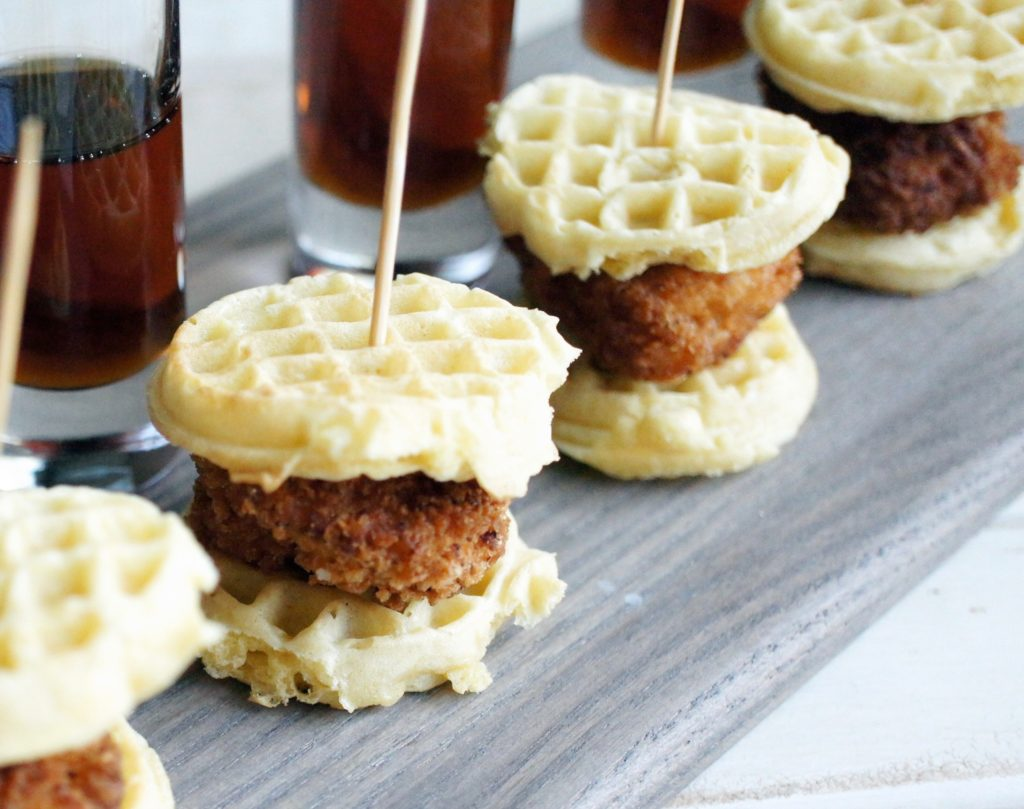 mini chicken and waffles with syrup shots, mini chicken and waffles, waffles, syrup, breakfast, brunch, finger food, party, entertaining, recipe,