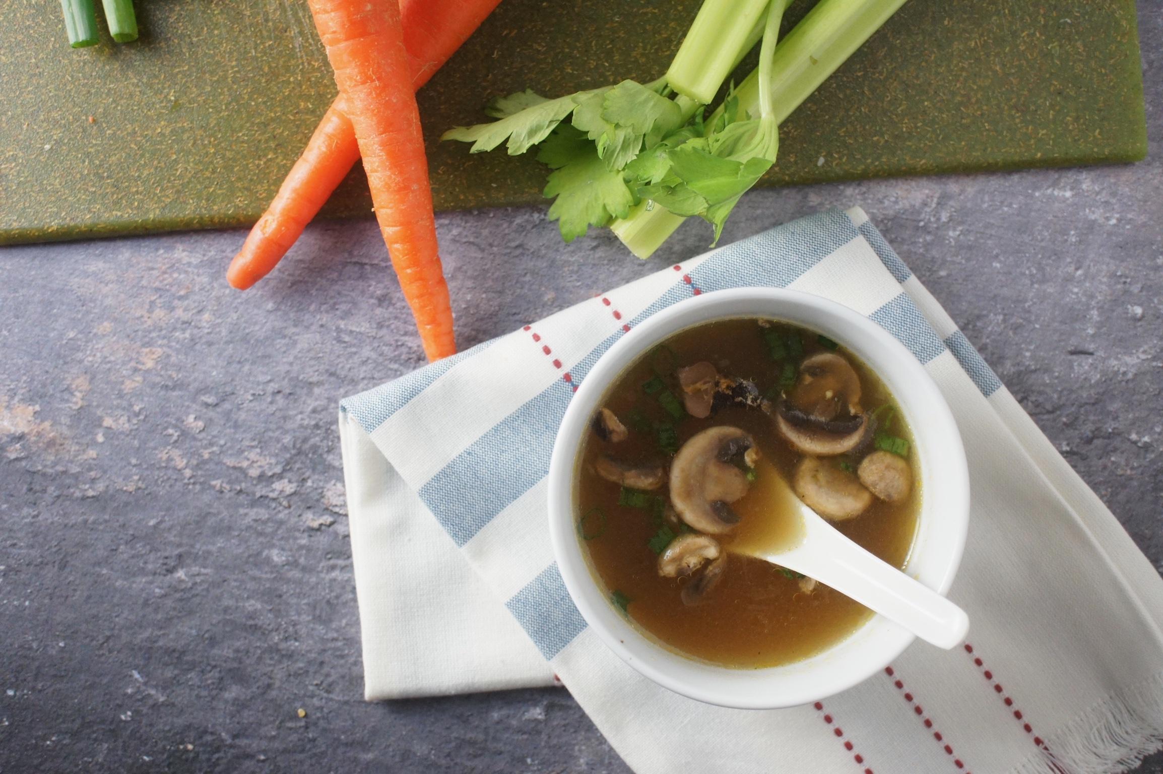 simple mushroom onion soup, soup, soup recipe, hibachi soup, mushroom onion soup, miso soup, our messy table